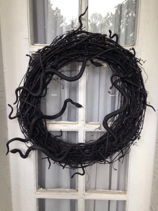 Easy Halloween Decor - Black Snake Wreath